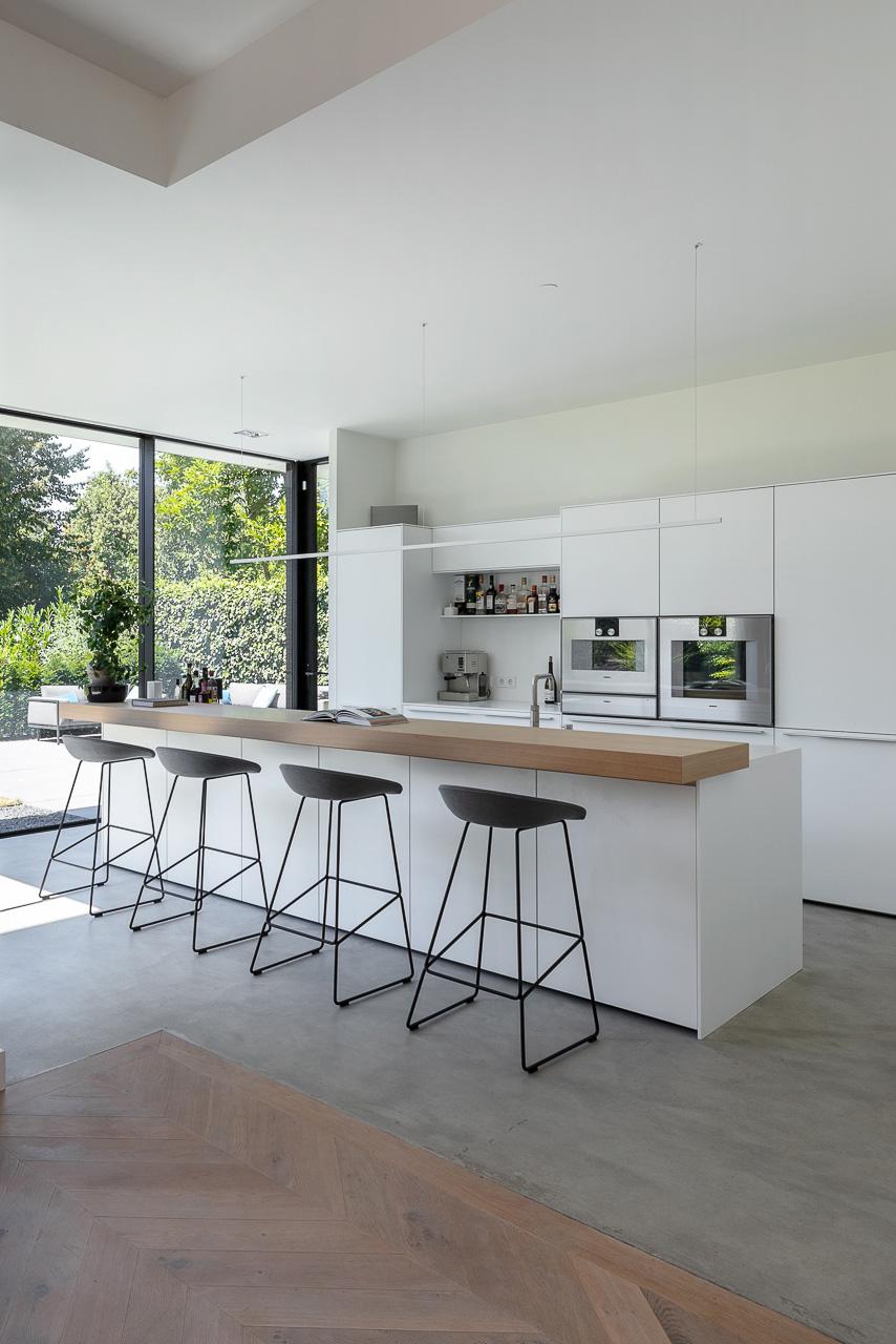Moderne keuken met aanbouw